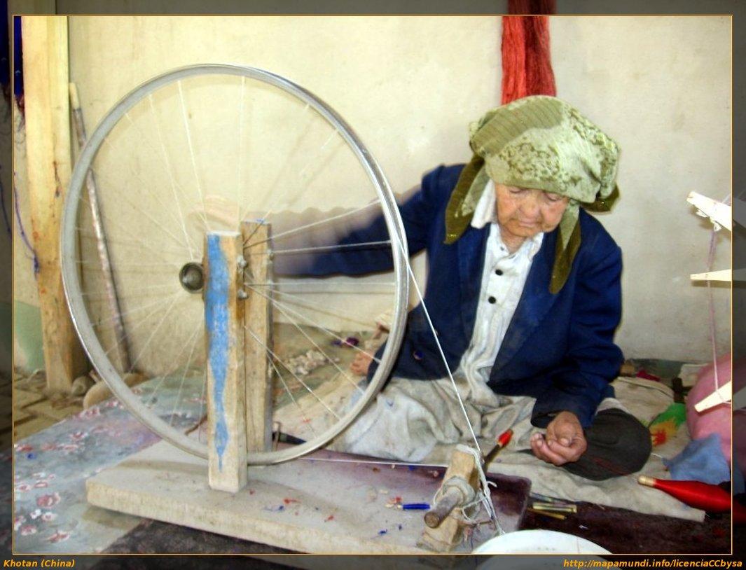 El color de la seda la tierra vista desde el suelo - Sedas para unas ...